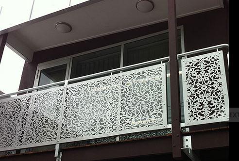 ferforje lazer kesim balkon korkulukları, lazer kesim uygulamalı balkonlar, lazer kesim fransız balkon korkulukları,