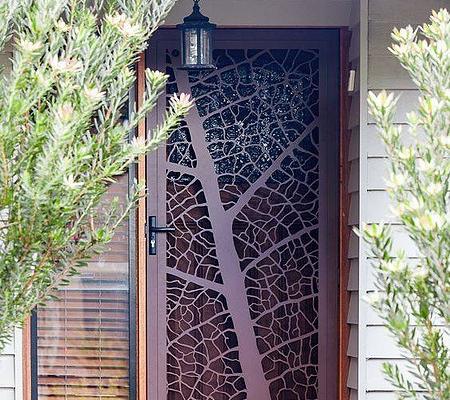 lazer kesim, cnc kesim giriş kapısı, agaç desen lazer kesim, kilitli kapı,